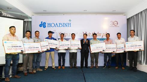 Hòa Bình khen thưởng cho các nhà thầu phụ nhân công