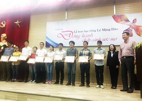 Trao học bổng Lê Mộng Đào cho sinh viên Đại học Kiến trúc TP.HCM