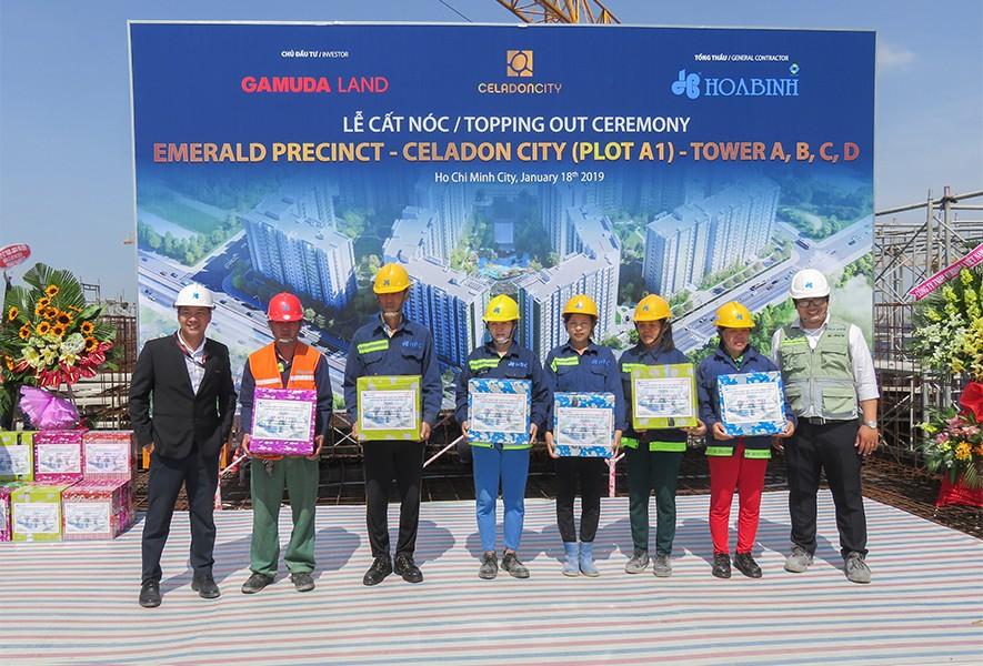 Tập đoàn Xây dựng Hòa Bình cất nóc dự án Celadon City vượt tiến độ