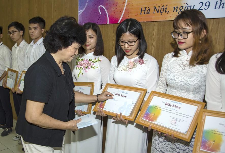 Quỹ Lê Mộng Đào trao tặng hơn 1,5 tỷ đồng học bổng Lê Mộng Đào tại Hà Nội, Tây Bắc và Phú Quốc - 2