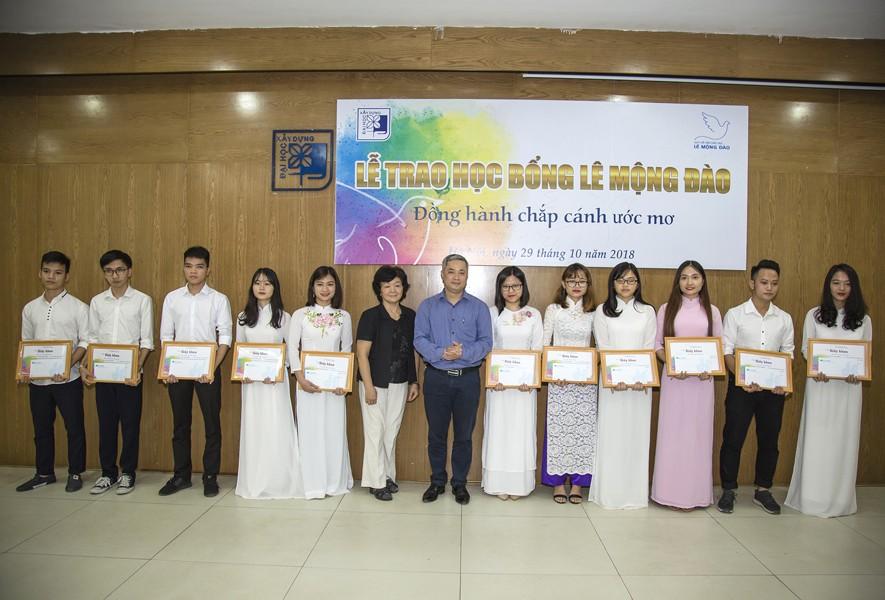 Quỹ Lê Mộng Đào trao tặng hơn 1,5 tỷ đồng học bổng Lê Mộng Đào tại Hà Nội, Tây Bắc và Phú Quốc - 4