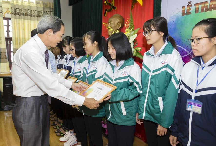Quỹ Lê Mộng Đào trao tặng hơn 1,5 tỷ đồng học bổng Lê Mộng Đào tại Hà Nội, Tây Bắc và Phú Quốc - 1