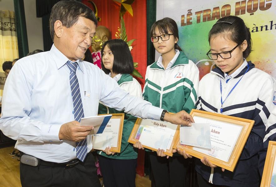 Quỹ Lê Mộng Đào trao tặng hơn 1,5 tỷ đồng học bổng Lê Mộng Đào tại Hà Nội, Tây Bắc và Phú Quốc