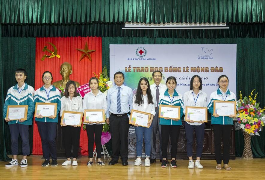 Quỹ Lê Mộng Đào trao tặng hơn 1,5 tỷ đồng học bổng Lê Mộng Đào tại Hà Nội, Tây Bắc và Phú Quốc - 3