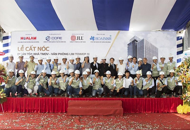Tập đoàn Xây dựng Hòa Bình cất nóc công trình Lim Tower 3 vượt tiến độ 22 ngày - 2