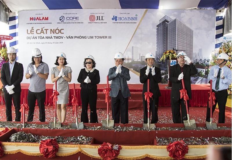 Tập đoàn Xây dựng Hòa Bình cất nóc công trình Lim Tower 3 vượt tiến độ 22 ngày - 1