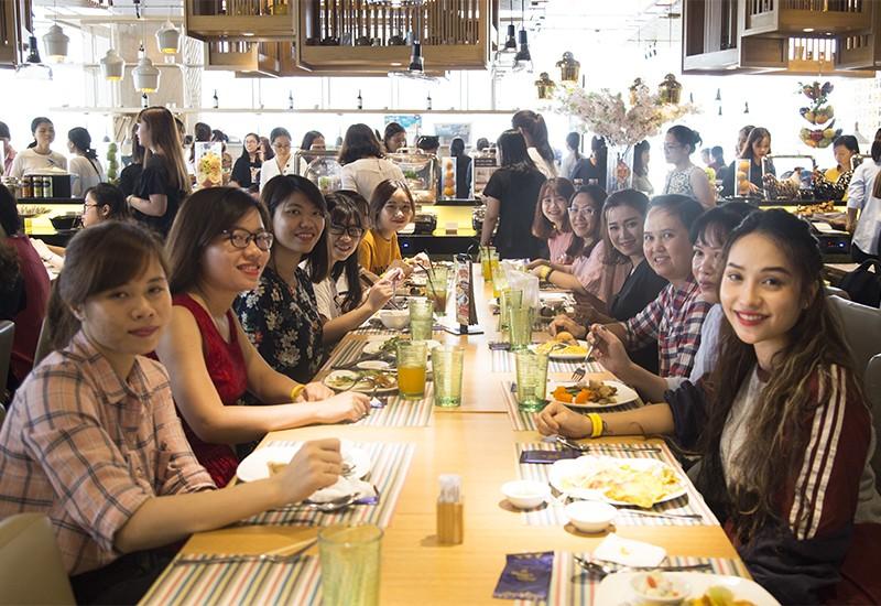 Tập đoàn Xây dựng Hòa Bình chúc mừng ngày 8/3 đến hơn 400 CBCNV nữ - 2