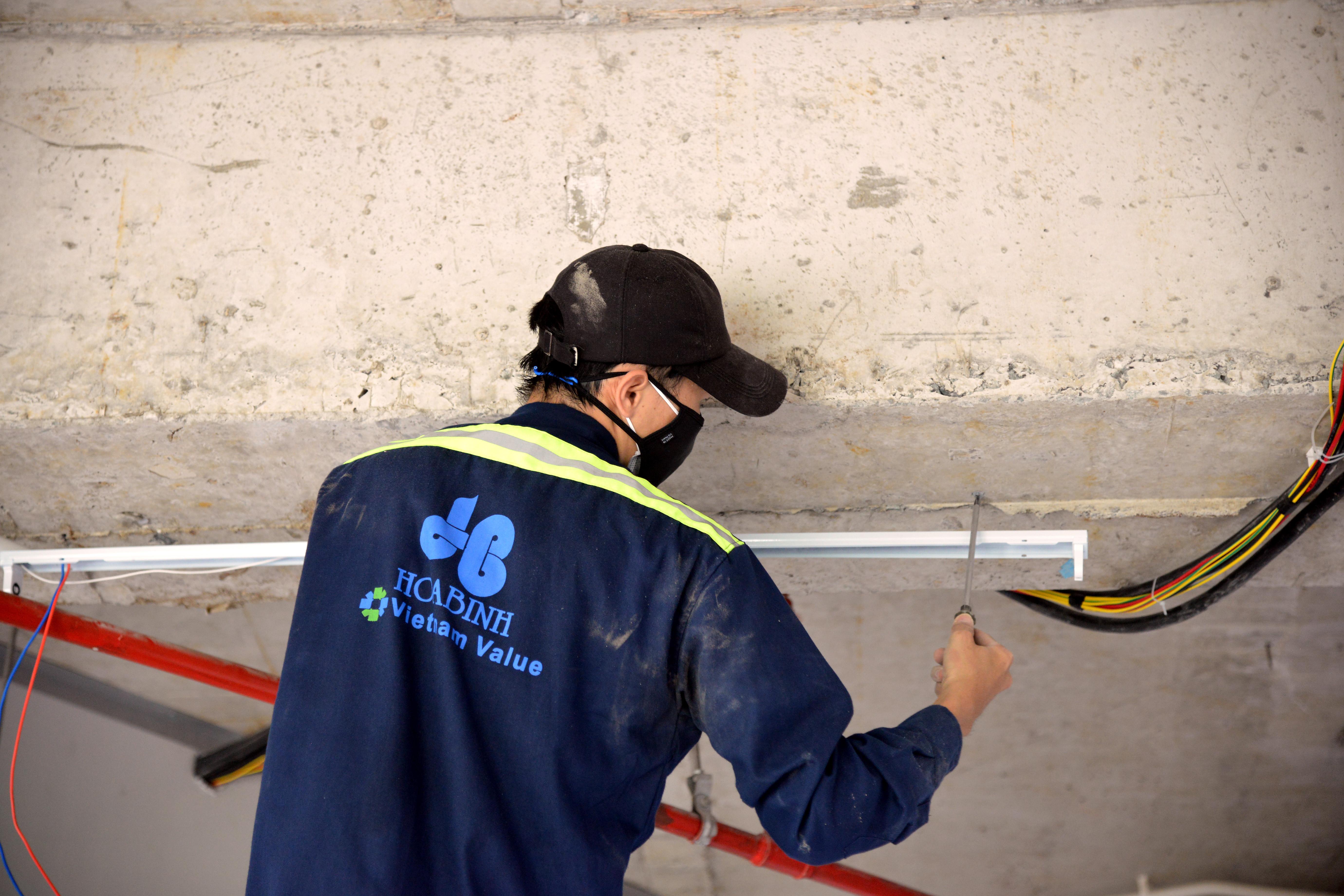 Xây dựng Hoà Bình thần tốc cải tạo Trung tâm hồi sức tích cực người bệnh Covid-19