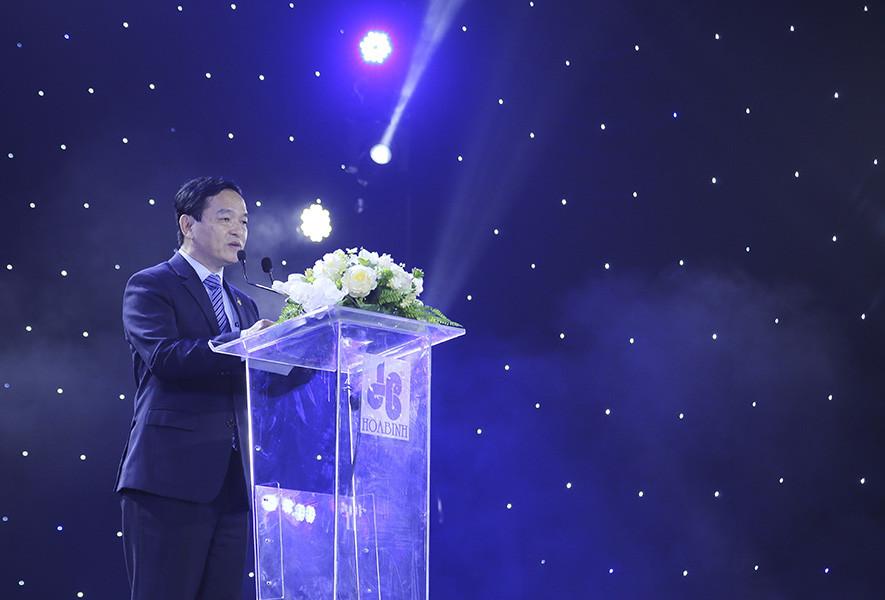 Chủ tịch Tập đoàn Hòa Bình chính thức chuyển giao quyền cho lãnh đạo trẻ