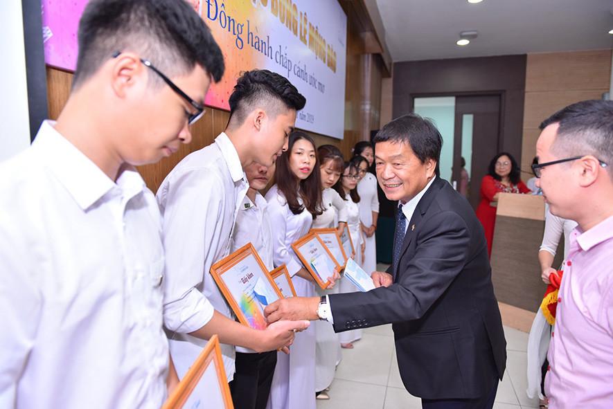 Trao 36 suất học bổng Lê Mộng Đào cho sinh viên Đại học Xây dựng - 1