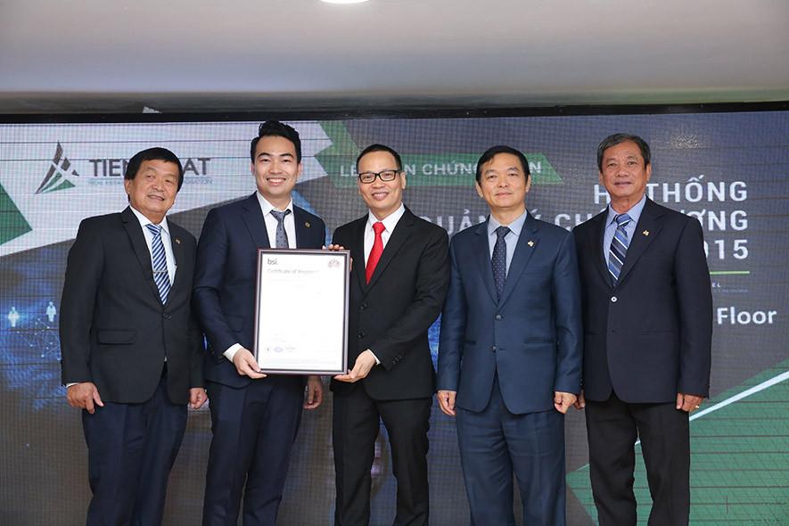 Tiến Phát đón nhận chứng nhận ISO 9001:2015