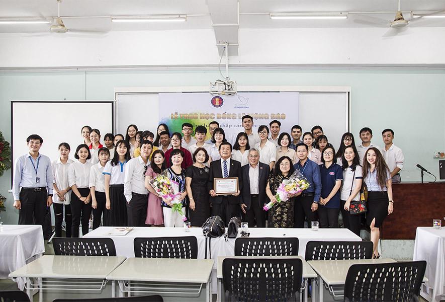 Trao 150 triệu đồng học bổng cho sinh viên Đại học Khoa học Xã hội và Nhân văn TP. HCM - 2