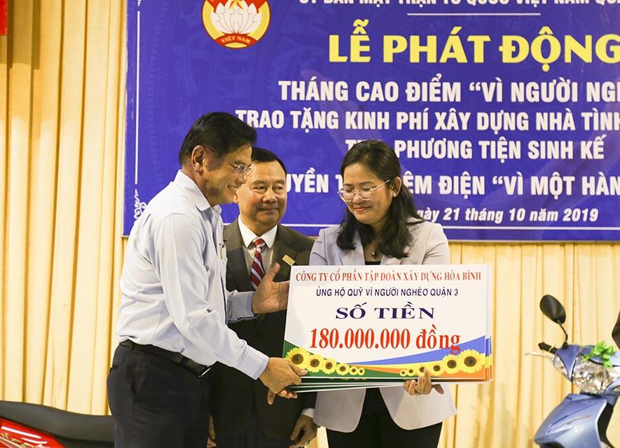 Tập đoàn Xây dựng Hòa Bình trao tặng nhà tình thương