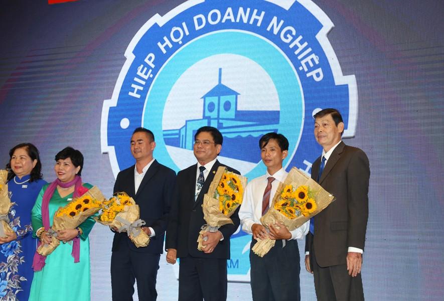 Ngày 13/10/2017, tại Lễ kỷ niệm ngày Doanh nhân Việt Nam lần thứ 13, Hòa Bình được Hiệp hội Doanh nghiệp TP.HCM vinh danh Doanh nghiệp phát triển trên 30 năm - 1