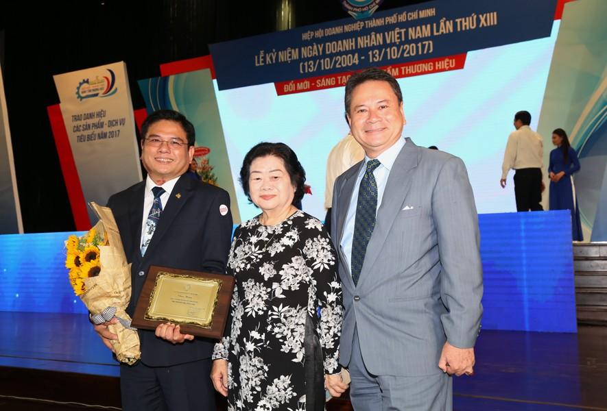 Ngày 13/10/2017, tại Lễ kỷ niệm ngày Doanh nhân Việt Nam lần thứ 13, Hòa Bình được Hiệp hội Doanh nghiệp TP.HCM vinh danh Doanh nghiệp phát triển trên 30 năm  - 2