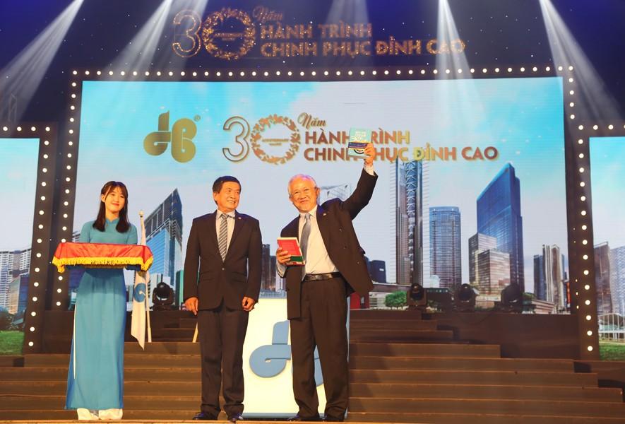 Hòa Bình đón nhận Huân chương lao động Hạng Nhì và trao tặng hơn 6 tỷ đồng từ thiện