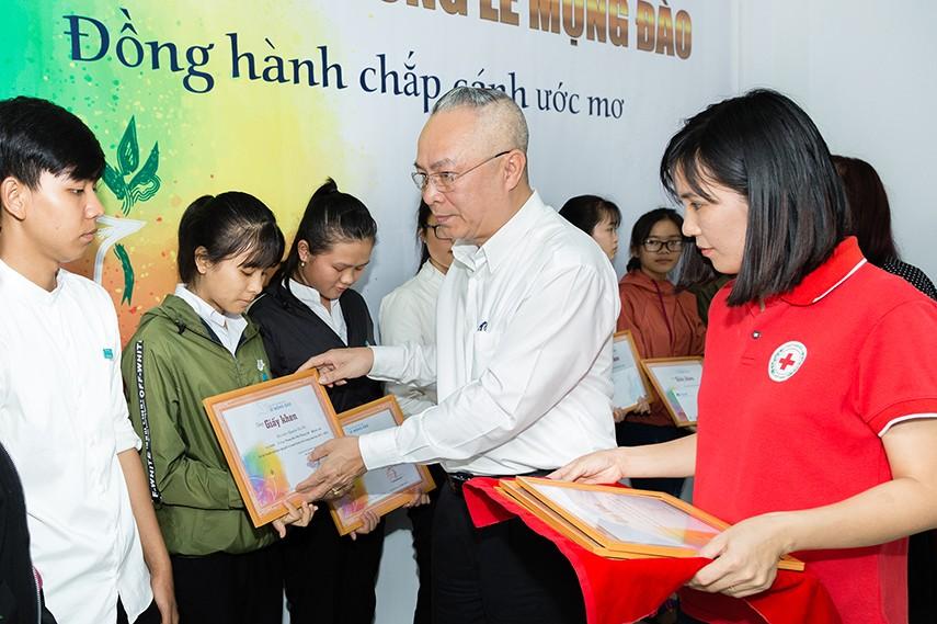 Quỹ Lê Mộng Đào tiếp tục đồng hành cùng các SV-HS tại 5 tỉnh thành