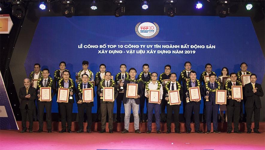 Tập đoàn Xây dựng Hòa Bình 3 năm liên tiếp đạt Top 10 Nhà thầu Xây dựng uy tín